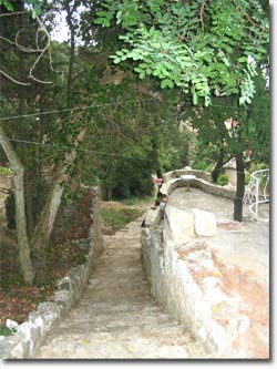 The pathway from the upper to lower terrace and in continuation – the bay Lučica.